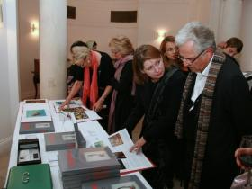 "Guests have a look at ""Soshana. Life and Work."""