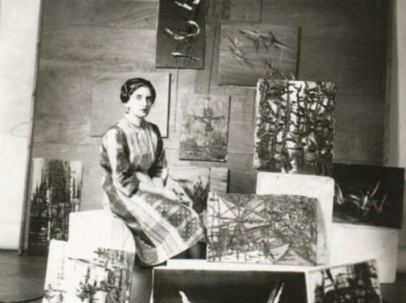 Soshana with painting wearing a Sari | Paris 1957