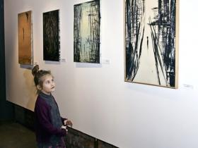 Child looking at Soshanas paintings