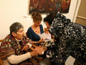 Meret Barz congratulates Soshana